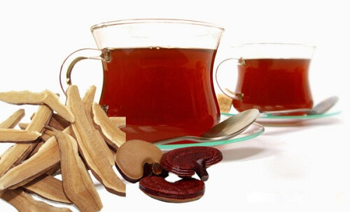 Use red ear reishi mushrooms to cook water