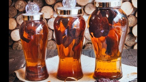 Soak red Ganoderma wine