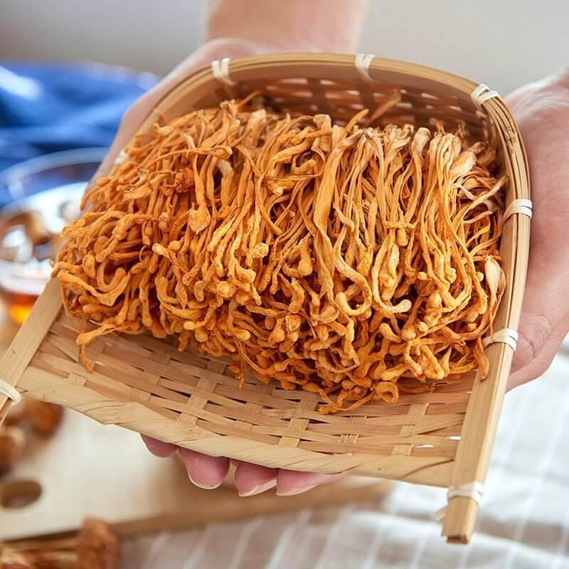 Đông trùng hạ thảo Việt Nam là sản phẩm được cấy giống, sản xuất trong phòng thí nghiệm và đang ngày càng được người tiêu dùng ưa chuộng