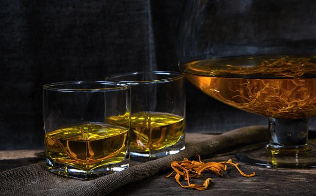Rượu đông trùng hạ thảo có nhiều công dụng tuyệt vời cho sức khỏe