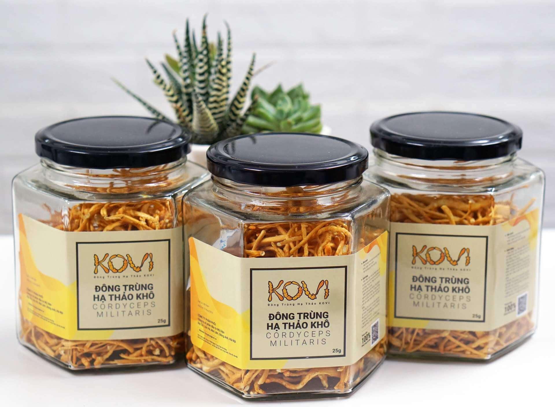 Đông trùng hạ thảo dạng khô được sản xuất theo phương pháp sấy thăng hoa